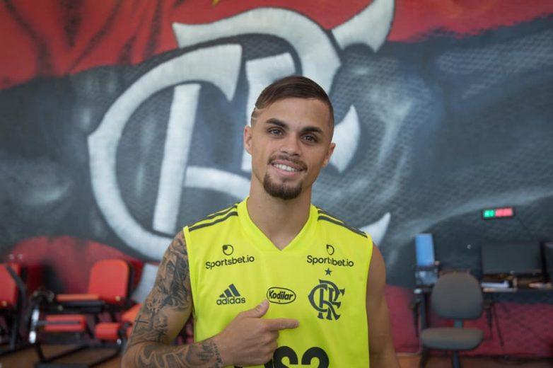 "Michael diz estar ""charmoso"" no Flamengo e promete manter estilo driblador"