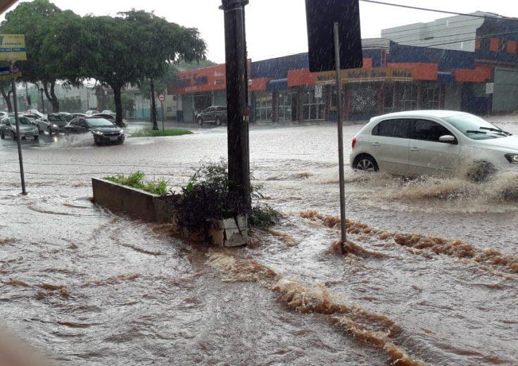 Empresários pedem apoio para sanar problemas com enxurradas na AV. Brasil