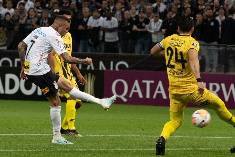 Com Pedrinho expulso no 1º tempo, Corinthians é eliminado da Libertadores