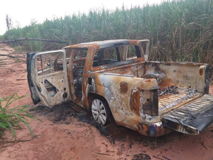 Encontrada incendiada caminhonete  de homem desaparecido em Mariluz