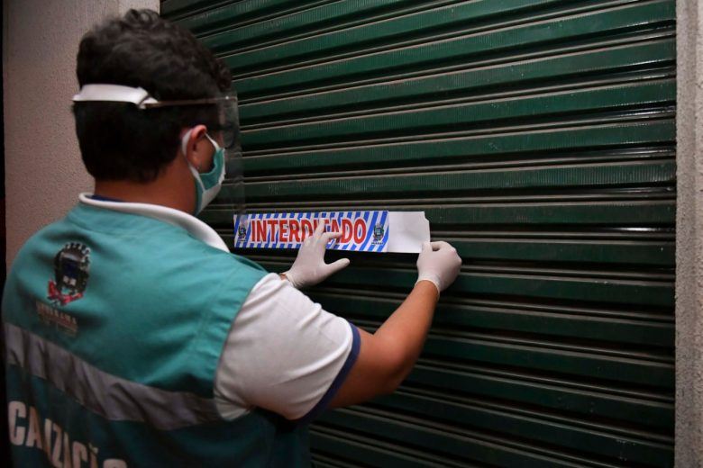 Três bares são fechados em ação de fiscalização das medidas de prevenção à pandemia