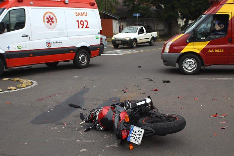 Colisão no centro deixa jovem gravemente ferido em Umuarama