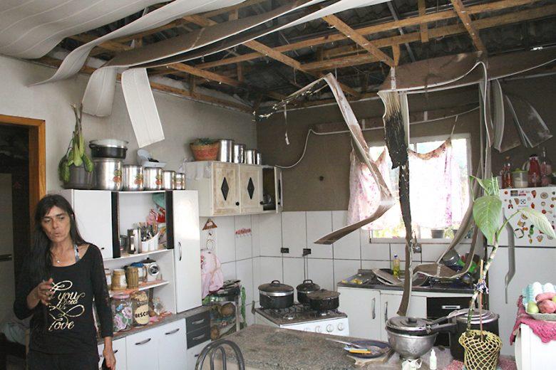 Moradora do Sonho Meu pede ajuda, após ter casa incendiada pelo irmão