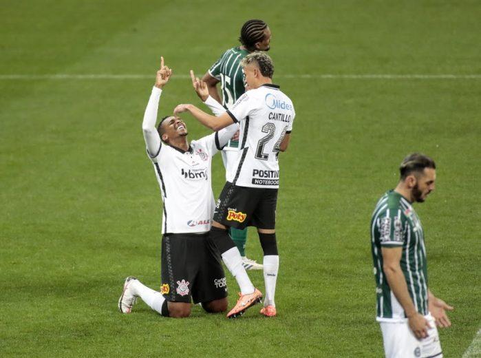 Corinthians volta a jogar mal, mas bate o lanterna Coritiba e obtém a 1ª vitória