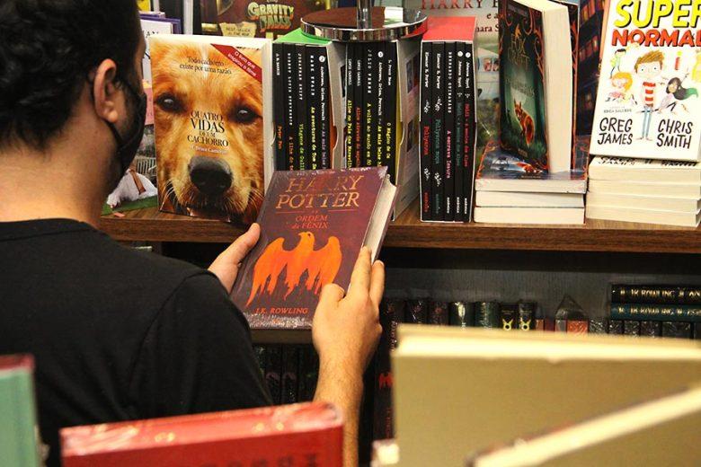 Compra de livros cresceu 30% em Umuarama desde o início da pandemia