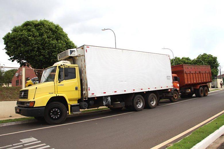 Contrabandista pula de caminhão em movimento e acaba atropelado em Ivaté