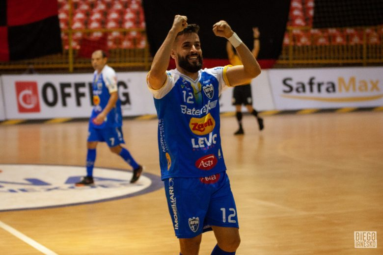Umuarama Futsal carimba terceira vitória ao derrotar o líder do grupo