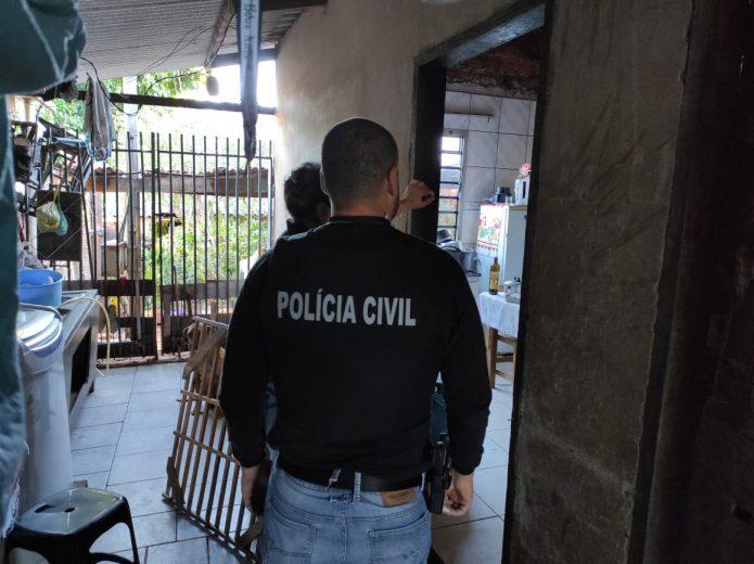 Polícia apreende quase R$ 9 mil durante investigação de morte na praça dos Xetás