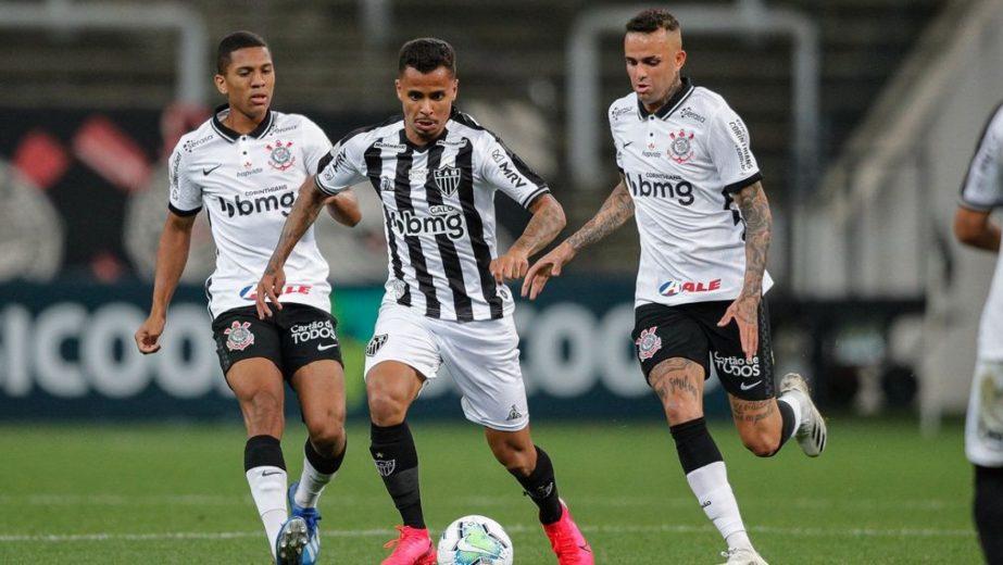 Corinthians leva virada e perde em casa para o Atlético-MG, o novo líder