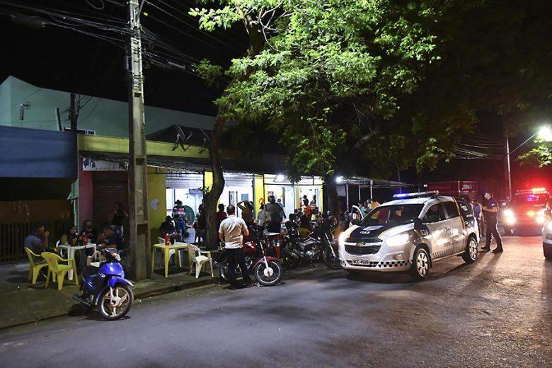Novo decreto fecha comércio noturno e restringe funcionamento de setor alimentício e conveniências (atualizada)