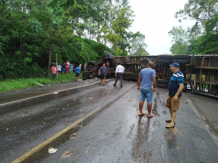 Morre a segunda vítima de acidente entre Umuarama e Perobal. Trânsito parado no local
