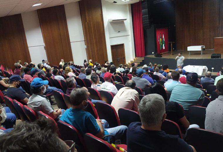 Em assembleia, avicultores da região aprovam proposta pedindo melhorias