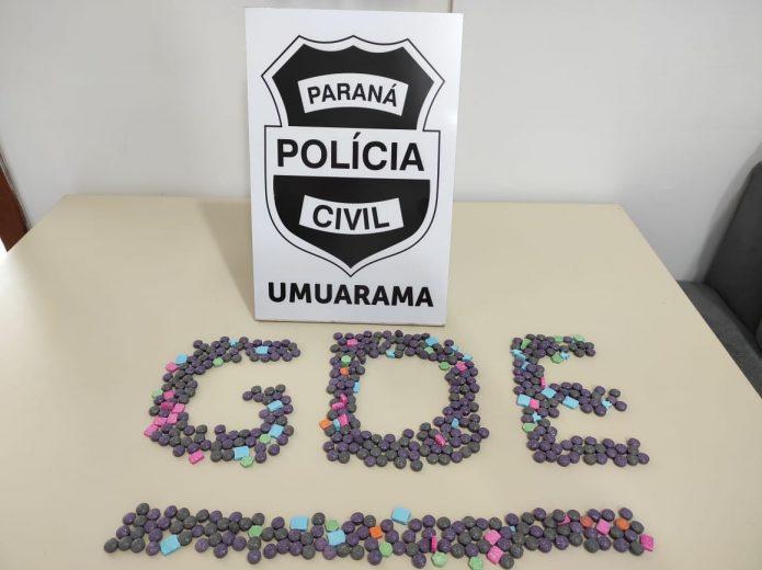 Jovem é presa ao receber encomenda com 500 comprimidos de ecstasy