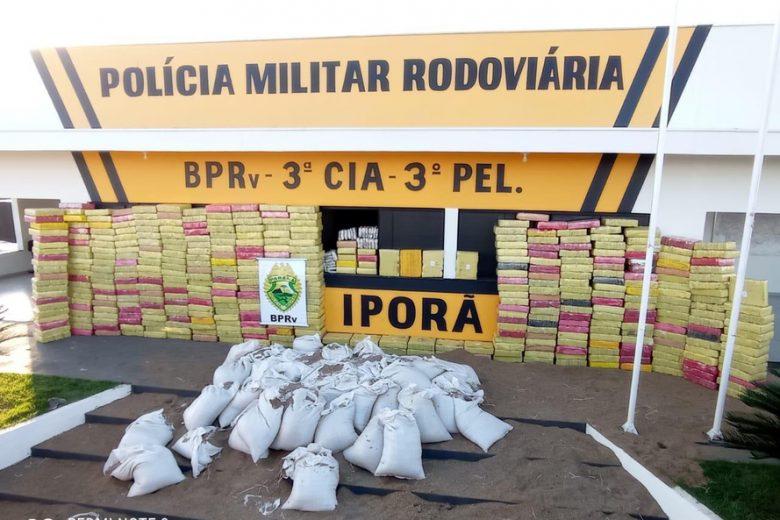 Polícia Rodoviária apreende 4,7 toneladas de maconha em carga de sementes, em Iporã