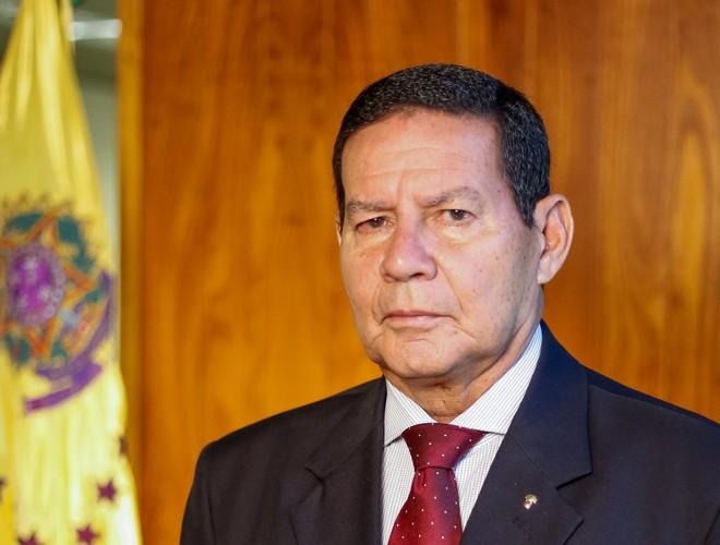 Mourão acha 'difícil' que Forças Armadas sejam usadas contra decretos estaduais