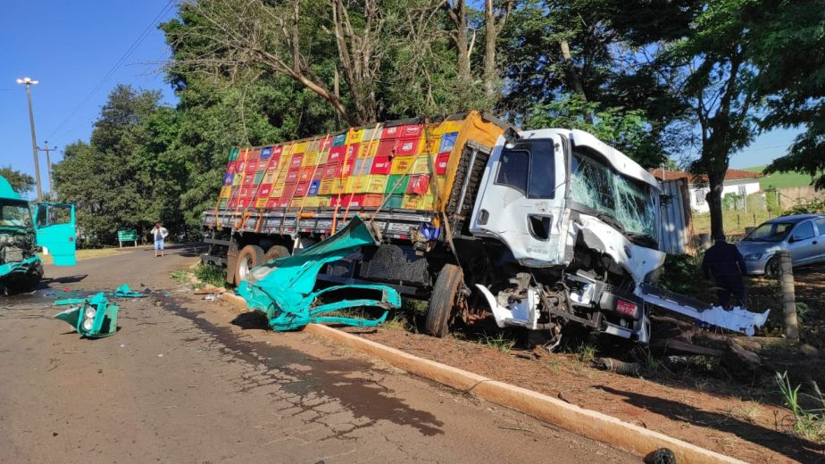 Após acidente PRE descobre carga de cigarro em caminhão em Goioerê