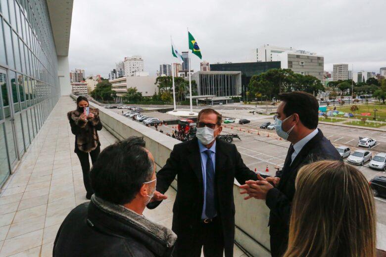 Ratinho JR recebe presidente do STJ e destaca boa relação entre Estado e Judiciário