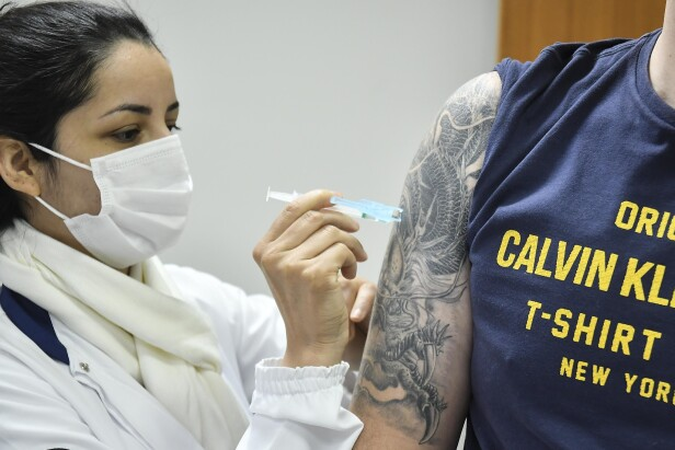 Quase 70% da população adulta de Umuarama já foi vacinada contra covid-19