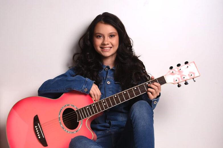 Cantora Maria Victória precisa de sua ajuda para chegar na final do The Voice Kids