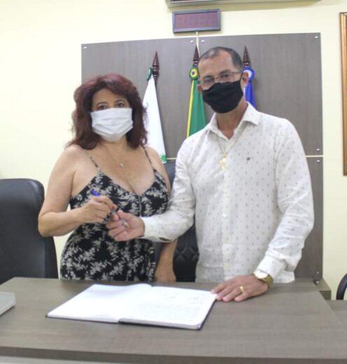 Paulinho Alves se licencia e sua irmã e vice, assume a Prefeitura de Mariluz